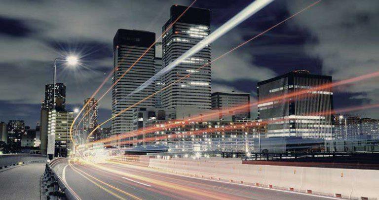 luminaria publica autopista
